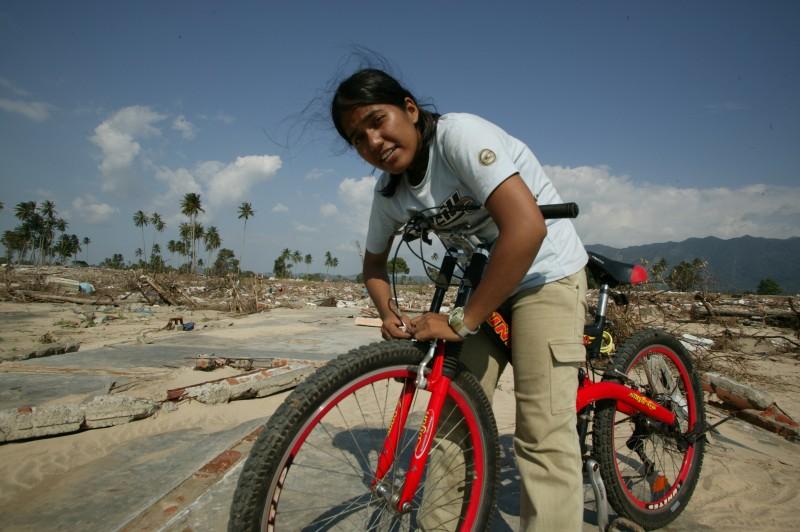 Noni Delfina a fui le tsunami de 2004 à vélo.