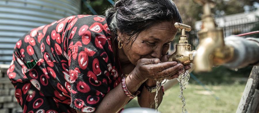 Un point d'eau à la suite u séisme au Népal