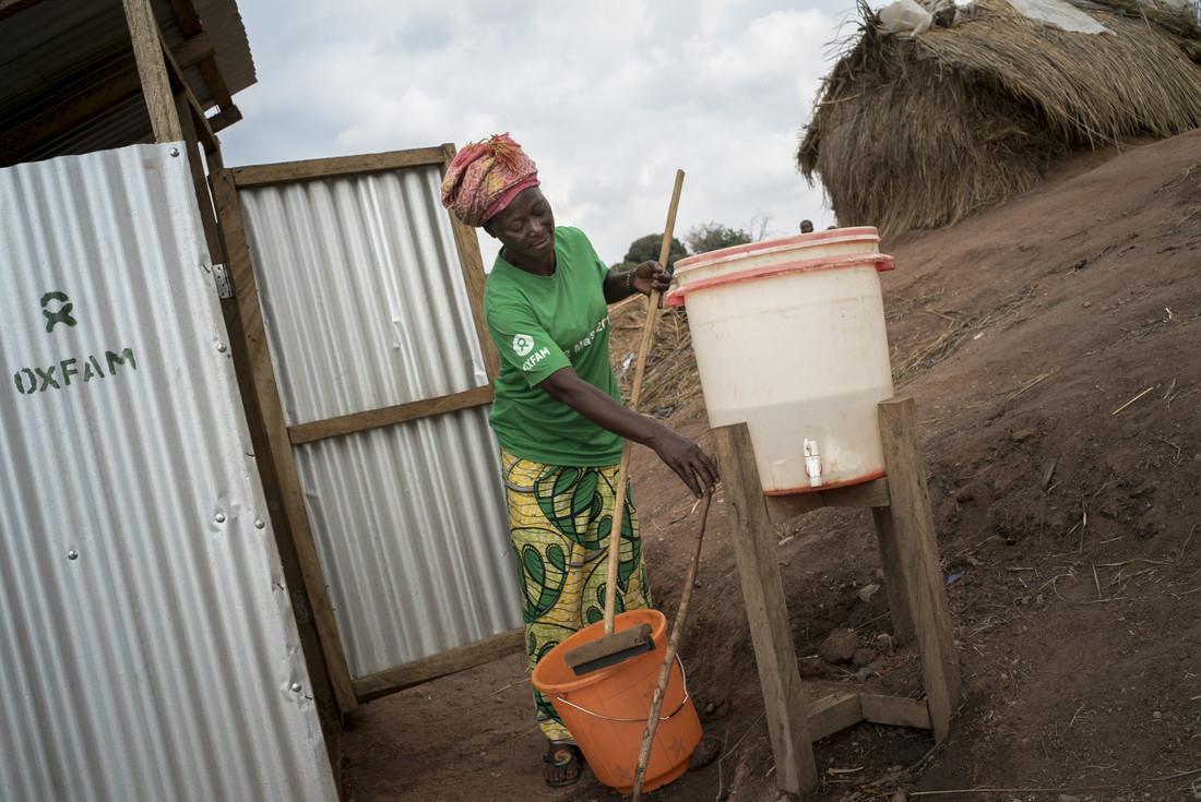 Thérèse, chargée de la promotion de l'hygiène avec Oxfam, dans le camp de Kalunga en RDC